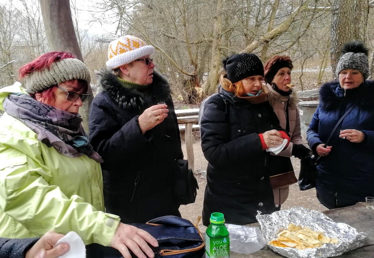Svitava, piknik s teplou kávou v pytlíku